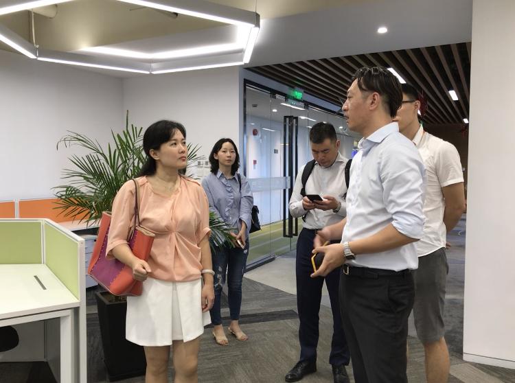 游族新闻丨徐汇区文旅局副局长蒋艳一行调研游族集团